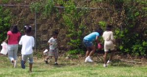 children hunt for eggs2